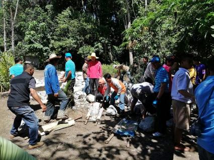 กปภ.สาขาพนมทวน จัดกิจกรรม CSR โครงการสร้างฝายชะลอน้ำกึ่งถาวร