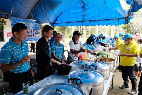 กปภ.ข.8 ตั้งโรงครัวบริการอาหารและเครื่องดื่ม สร้างกำลังใจให้ผู้ประสบภัยพื้นที่ฟื้นฟูชุมชนบ้านคูเดื่อ