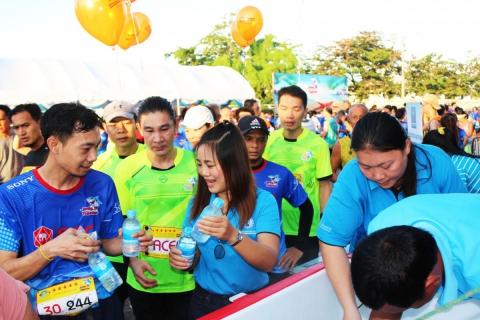 """กปภ.ชลบุรี บริการน้ำดื่ม """"Smile Together"""" เดิน-วิ่ง เพื่อโรงพยาบาลชลบุรี"""