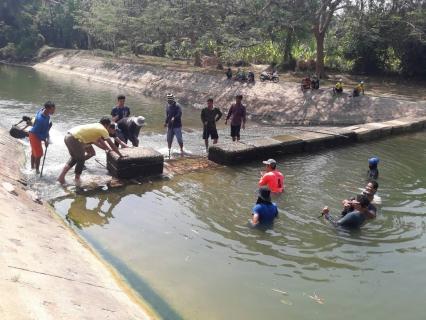 กปภ.สาขากุยบุรีและคณะทำงานโครงการจัดการน้ำสะอาด WSP ภาคีประจวบคีรีขันธ์ ร่วมกับอำเภอกุยบุรี , เทศบาลกุยบุรีและกลุ่มจิตอาสา ปรับปรุงฝายชะลอน้ำ ณ คลองกุยบุรี
